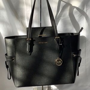 NWT Michael Kors Gilly Tote & wallet